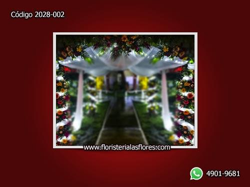 arcos de flores para eventos de noche en guatemala