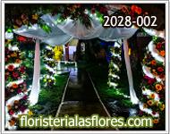 arcos de flores para eventos de noche