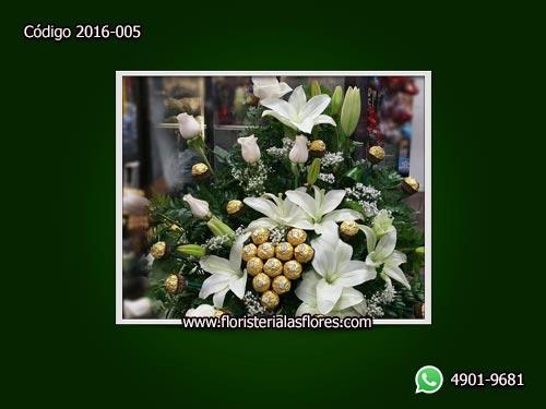 Envió de arreglos de rosas con rosas blancas y chocolates en Guatemala