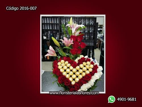Detalle romántico de enviar rosas para enamorados