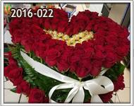 sorpresas románticas con rosas y chocolates