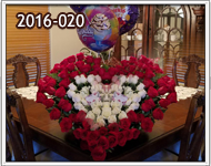 corazones grandes de Rosas rojas y blancas con globos en Guatemala