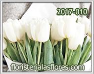 ramos con tulipanes blancos
