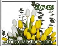 Arreglos con tulipanes de dos colores combinados